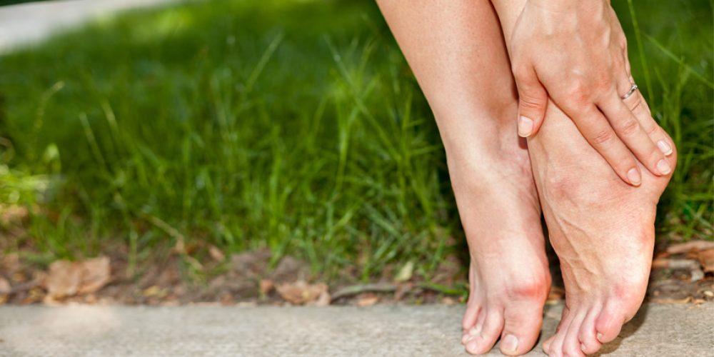 Was tun gegen geschwollene Beine? - Hallux Valgus Schuhe